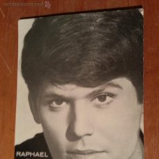 Fotos de Cantantes: FOTO POSTAL CANTANTE RAPHAEL EN LA VERBENADE LA PRENSA DE JEREZ ( CADIZ ) JEREZ INDUSTRIAL 1966. Lote 43029607