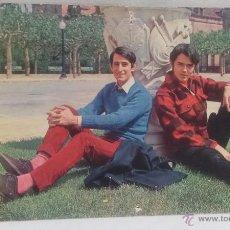 Fotos de Cantantes: JUAN Y JUNIOR , ANTIGUA POSTAL A COLOR , AÑO 1968. Lote 49311305