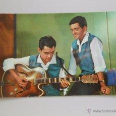 Fotos de Cantantes: FOTO POSTAL DUO DINAMICO FAMOSOS ARTISTAS DE CINE, RADIO Y TV. Nº 1006. EDICIONES STAR. TDKP5. Lote 51418728