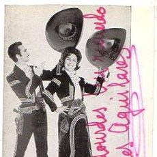 Fotos de Cantantes: TARJETA PUBLICITARIA GRUPO MUSICAL LOS AGUILARES. CON DEDICATORIA. AÑOS 70. Lote 53681986