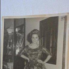 Fotos de Cantantes: ANTIGUA FOTOGRAFIA.CARMEN SEVILLA.INEDITA? FOTO REINA.SEVILLA.AÑOS 60.. Lote 57564546