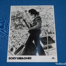 Photos de Chanteurs et Chanteuses: RORY GALLAGHER - FOTOGRAFIA PROMOCIONAL DE EPOCA , 24 X 18'5 CM, BUEN ESTADO. Lote 82755860
