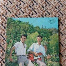 Fotos de Cantantes: FOTO POSTAL PUBLICITARIA DEL DÚO DINAMICO. LA VOZ DE SU AMO. 1963. Lote 87411272