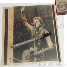 Fotos de Cantantes: TELEFOTO EFE DE BRUCE SPRINGSTEEN AÑO 1988 CONCIERTO VICENTE CALDERÓN MADRID FOTO CANTANTE ROCK EEUU. Lote 100743015