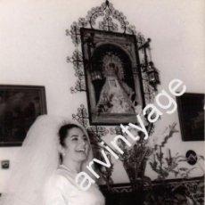 Fotos de Cantantes: SEVILLA, 1964, FOTOGRAFIA ORIGINAL DE JUANITA REINA EL DIA DE SU BODA, FOT.CUBILES,116X182MM. Lote 101309531