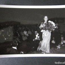 Fotos de Cantantes: FOTOGRAFIA DE MASSIEL AÑOS 60 EN UNA ACTUACION EN VALENCIA. Lote 109082615