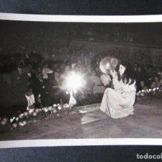 Fotos de Cantantes: FOTOGRAFIA DE MASSIEL AÑOS 60 EN UNA ACTUACION EN VALENCIA. Lote 109082715