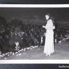 Fotos de Cantantes: FOTOGRAFIA DE MASSIEL AÑOS 60 EN UNA ACTUACION EN VALENCIA. Lote 109082759