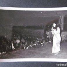 Fotos de Cantantes: FOTOGRAFIA DE MASSIEL AÑOS 60 EN UNA ACTUACION EN VALENCIA. Lote 109082991