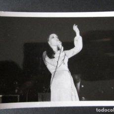 Fotos de Cantantes: FOTOGRAFIA DE MASSIEL AÑOS 60 EN UNA ACTUACION EN VALENCIA. Lote 109083167