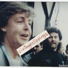 Fotos de Cantantes: PAUL MCCARTNEY 1990 CANDID FAN PHOTO 18X13 CM BEATLES FOTO. Lote 112125695