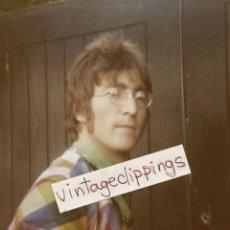 Fotos de Cantantes: JOHN LENNON 1967 CANDID FAN PHOTO BEATLES SGT PEPPER CAVENDISH AVENUE FOTO. Lote 114837735
