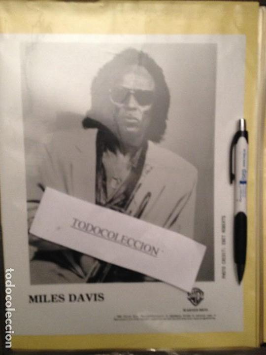FOTO PROMOCIONAL MILES DAVIS (Música - Fotos y Postales de Cantantes)