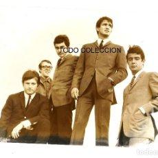 Fotos de Cantantes: LOS SIREX: FOTO ORIGINAL DE LOS 60'S-TELONEROS BEATLES BARCELONA- SELLO POR DETRAS- COLECCIONISTAS. Lote 120453839