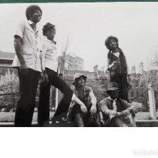 Fotos de Cantantes: FOTO ORIGINAL DE BLACK VELVET MAN. FOTO DECCA RECORD. 25 X 18,7 CM. Lote 121857279