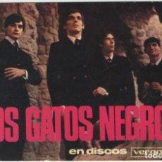 Fotos de Cantantes: TARJETA PUBLICITARIA GRUPO LOS GATOS NEGROS EN DISCOS VERGARA AÑOS 60 FIRMADA. Lote 121870043