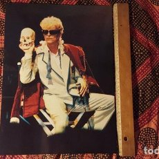 Fotos de Cantantes: DAVID BOWIE POSTAL GIGANTE EN PERFECTO ESTADO MIDE 40 X 30 CM FOTO DE LA GIRA GLASS SPIDER ORIGINAL. Lote 132069666