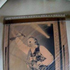 Fotos de Cantantes: BEATLES PAUL MCCARTNEY GIRA MUNDIAL BARCELONA RESGUARDO FOTOGRAFIA PRENSA ORIGINAL RARO . Lote 132075110