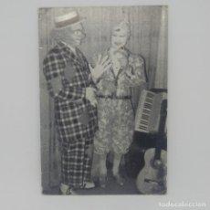 Fotos de Cantantes: 1979 PEPETE Y ALBERTY PAYASOS PARODISTAS MUSICALES 11X7 CM DEDICADA. FIRMADA. Lote 147856370