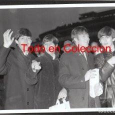 Fotos de Cantantes: THE BEATLES: FOTO ORIGINAL DE EPOCA- CINE- PIEZA DE COLECCION- BEATLES- VEALA. Lote 152143010