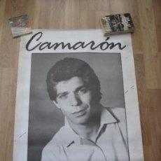 Fotos de Cantantes: CAMARON DE LA ISLA - CARTEL OFICIAL 70 X 100 CMS - UN PELIN ROZADO POR LOS LADOS. Lote 248990070