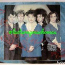 Fotos de Cantantes: THE CURE. KISS ME (1987). CARTEL ORIGINAL PROMOCIONAL DEL DISCO. 42 X 59 CMS. . Lote 155707934