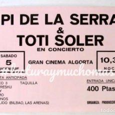 Fotos de Cantantes: PI DE LA SERRA + TOTI SOLER. GRAN CINEMA ALGORTA. CARTEL ORIGINAL DEL CONCIERTO. 43X64 CMS.. Lote 121633923