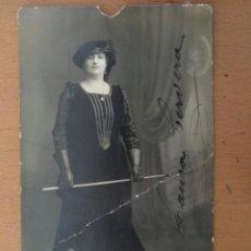 Fotos de Cantantes: FOTO POSTAL FIRMADA LAURA CERVERA CANTANTE REINA MARGARITA OPERA -GLI UGONOTTI- 1918. Lote 156998274