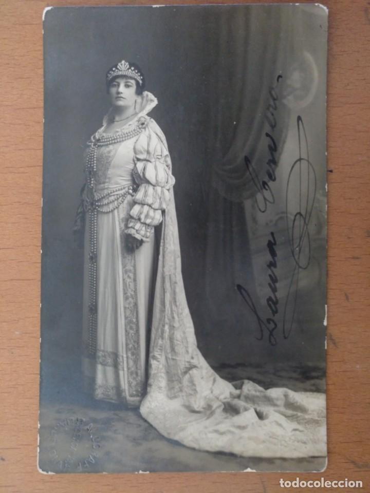 FOTO FIRMADA LAURA CERVERA CANTANTE DE OPERA EN EL PAPEL DE REINA MARGARITA -GLI UGOMOTTI- 1918 (Música - Fotos y Postales de Cantantes)