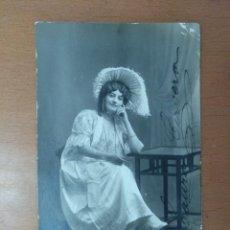 Fotos de Cantantes: FOTO FIRMADA POR LAURA CERVERA CANTANTE DE OPERA EN EL PAPEL DE MUSETTA EN LA BOHEME 1918. Lote 163840398