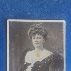 Fotos de Cantantes: MADAME EMILY SQUIRE (CANTANTE Y ACTRIZ DE LA ÉPOCA EDUARDIANA) BEAGLES 9. C. 1905. SIN CIRCULAR.. Lote 164627946