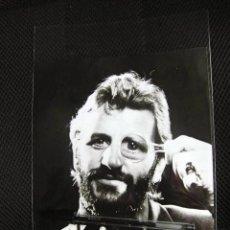 Fotos de Cantantes: BEATLES RINGO STARR ORIGINAL PRENSA REVISTA AMA MADRID 1976 PROMOCION. Lote 166999440
