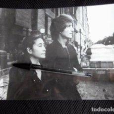 Fotos de Cantantes: BEATLES JOHN LENNON YOKO ONO FOTOGRAFIA ORIGINAL PRENSA ESPAÑA REVISTA AMA 1980. Lote 167000332