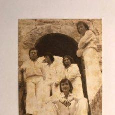 Fotos de Cantantes: 5 CHICS. GRUPO MUSICAL VALENCIANO. POSTAL, DÍMELO TU, Y BAJO LA LLUVIA ...(A.1975). Lote 170204432