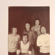 Fotos de Cantantes: 5 CHICS. GRUPO MUSICAL VALENCIANO. POSTAL, UN NUEVO DÍA COMIENZA HOY, DIME QUE ESPERAS..(A.1973). Lote 170204872