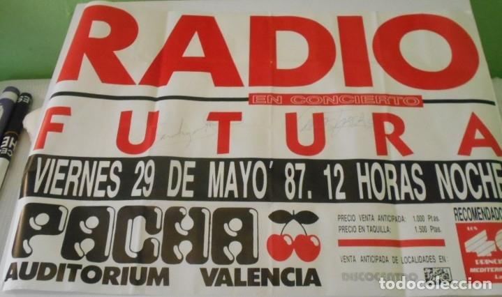 RADIO FUTURA CARTEL POSTER CONCIERTO AUTOGRAFO FIRMADO ORIGINAL 1987 PACHA AUDITORIUM VALENCIA SPAIN (Música - Fotos y Postales de Cantantes)