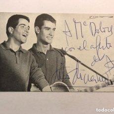 Fotos de Cantantes: MÚSICA. DUO DINÁMICO. POSTAL DEDICADA POR MANOLO Y RAMON, COMPONENTES DEL GRUP. Lote 173606035