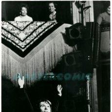 Fotos de Cantantes: FOTO ORIGINAL FOTOGRAFIA RAPHAEL CANTANTE OVACIONADO. Lote 175555087