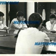 Fotos de Cantantes: FOTO ORIGINAL FOTOGRAFIA RAPHAEL CANTANTE ESPEJOS. Lote 175557137