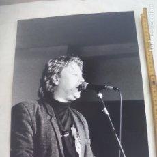 Fotos de Cantantes: FOTOGRAFIA DE CANTANTE, MÚSICO, CREO QUE DE LOS AÑOS 80, DESCONOZCO QUIEN ES.. Lote 176188170