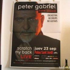 Fotos de Cantantes: CARTEL ORIGINAL GIRA PETER GABRIEL 2010 SCRATCH MY BACK BARCELONA 140X100. Lote 179244863