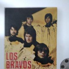Fotos de Cantantes: LOS BRAVOS POSTAL PROMOCIONAL COLUMBIA 1969 DISCOGRAFIA DETRAS COMO NUEVO. Lote 185931798