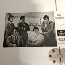 Fotos de Cantantes: LOS ROBERTS POSTAL PROMOCIONAL REGAL EMI 1968 DISCOGRAFIA DETRAS DEDICADA. Lote 185932803