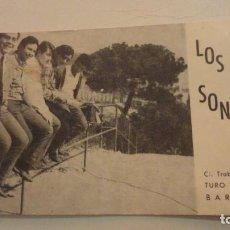 Fotos de Cantantes: ANTIGUA TARJETA POSTAL.GRUPO MUSICAL LOS SONMYS.TURO DE LA PEIRA.BARCELONA AÑOS 60. Lote 195031427