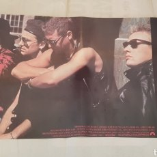 Fotos de Cantantes: CARTEL PELICULA - RATTLE AND HUM - U2 - ORIGINAL - 60X32 CM - TDKP. Lote 195148628