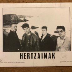 Fotos de Cantantes: HERTZAINAK. FOTOGRAFÍA PROMOCIONAL EN B/N. OIHUKA.. Lote 198666788