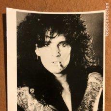 Fotos de Cantantes: TOMMY LEE (MOTLEY CRÜE). FOTOGRAFÍA PROMOCIONAL EN B/N LOS AÑOS 80.. Lote 198668410