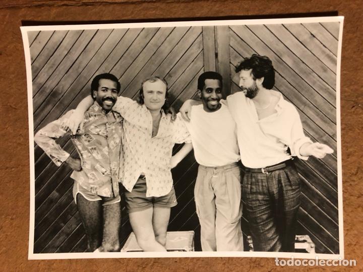 ERIC CLAPTON, NATHAN EAST, PHIL COLLINS Y GREG PHILLINGANES . FOTOGRAFÍA PROMOCIONAL ORIGINAL. (Música - Fotos y Postales de Cantantes)