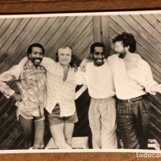 Fotos de Cantantes: ERIC CLAPTON, NATHAN EAST, PHIL COLLINS Y GREG PHILLINGANES . FOTOGRAFÍA PROMOCIONAL ORIGINAL.. Lote 198758861