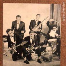 Fotos de Cantantes: LOS RELÁMPAGOS. TARJETA PROMOCIONAL DISCOS PHILIPS (1963), DISCOGRAFÍA AL DORSO.. Lote 199175450